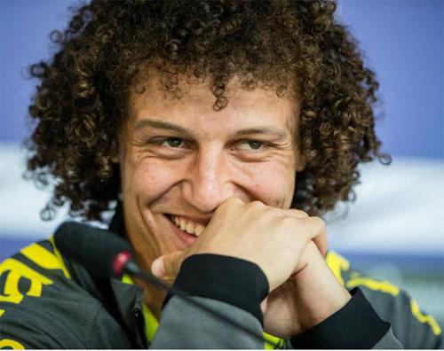 """David Luiz elogia casal que se manteve virgem até o casamento: """"Vocês são um exemplo para mim"""""""