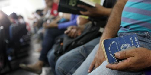 Desemprego sobe e tem maior taxa para maio desde 2010, diz IBGE