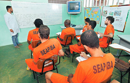 Presos fazem Enem em busca de recomeço; 62 da Bahia foram aprovados em 2014