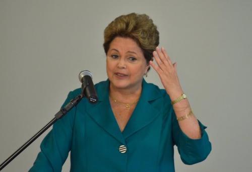 Desautorizado pela presidente Dilma, Barbosa recua de mudança no mínimo
