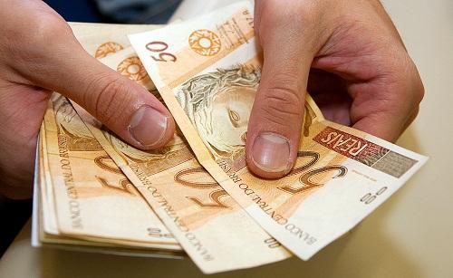 Inadimplência encarece crédito apesar de manutenção dos juros básicos