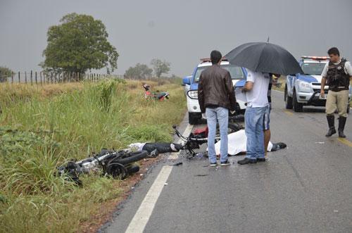 Acidente de moto deixa duas pessoas mortas na estrada que dá acesso a Dom Basílio