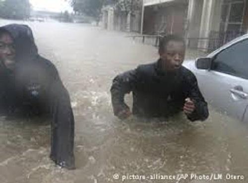 Tempestade Harvey provoca inundações sem precedentes