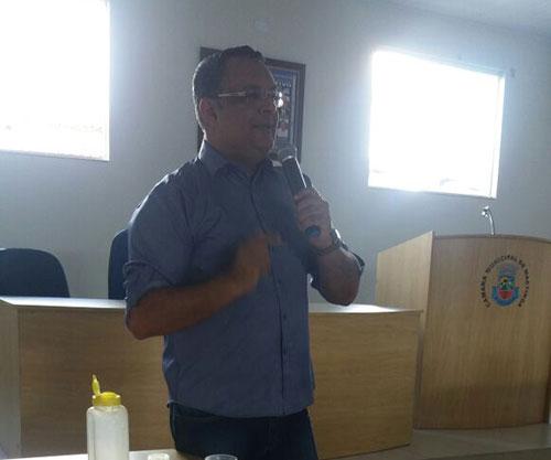 Edcarlos Lima se manifesta e fala sobre a questão de Maetinga oferecer água a Jânio Quadros