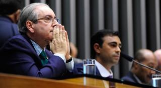 Após protesto, Cunha suspende decisão que anula atos de conselho