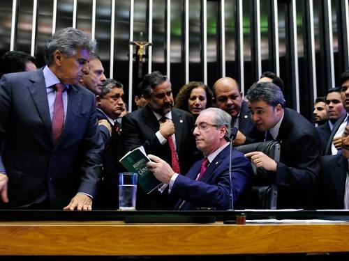 Congresso entra em recesso e deixa análise de impeachment para fevereiro