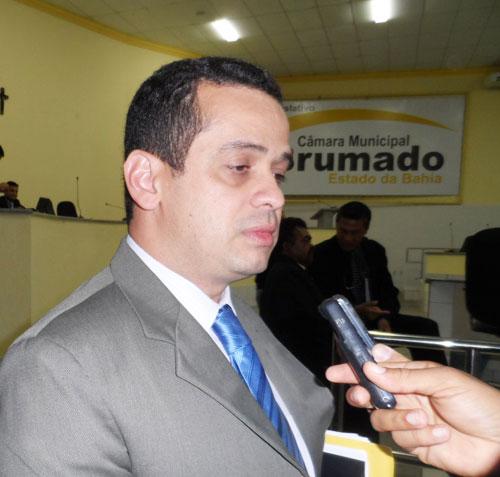 Weliton Lopes solicita informações sobre sistema de telefonia móvel em Lagoa Funda e Ubiraçaba
