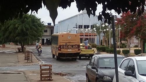Ônibus escolar da prefeitura de Rio do Antônio é flagrado sendo abastecido irregularmente
