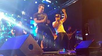 Durante lançamento do clip 'Baixinho Delícia', Fann Estourado faz participação especial no show de Tayrone