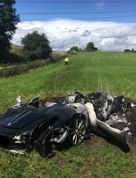 Motorista britânico destrói Ferrari uma hora depois de comprá-la