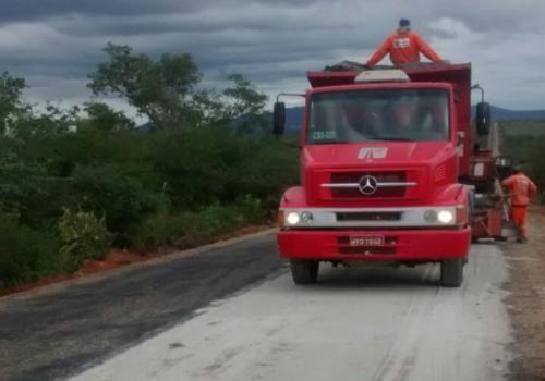 Após solicitação da prefeita Terezinha Baleeiro, rodovia entre Malhada de Pedras e a BR -030 é recuperada