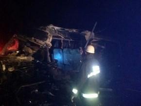 Acidente envolvendo um Micro Ônibus da cidade de Caculé e mais  quatro veículos deixa cinco mortos