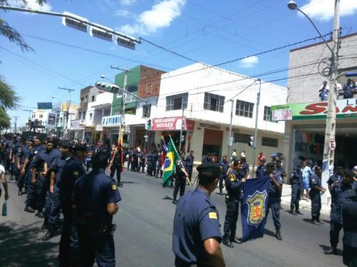 Centenas de Guardas municipais percorreram as ruas da cidade na 'Marcha Azul Marinho'
