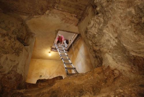Troca de piso em casa de Jerusalém revela banheiro milenar escondido