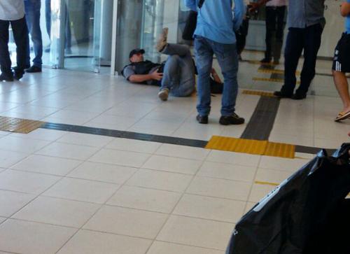 Momento de fúria: Homem se descontrola e agride gerente do Banco do Brasil