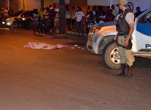 Mulher morre atropelada em frente ao bar da filha na Avenida Coronel Santos