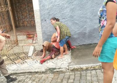 Ipiaú: Mulher esfaqueia companheiro após ser agredida