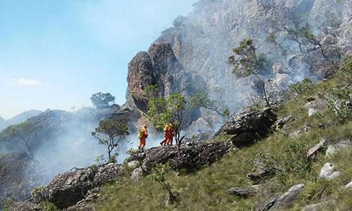 Incêndio toma conta do Pico das Almas nos limites de Rio de Contas e Livramento