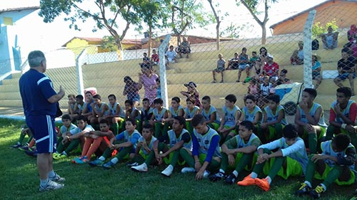 Com participação do ex jogador Palhinha, Red Bull Brasil realiza 'Peneira' com crianças em Ituaçu