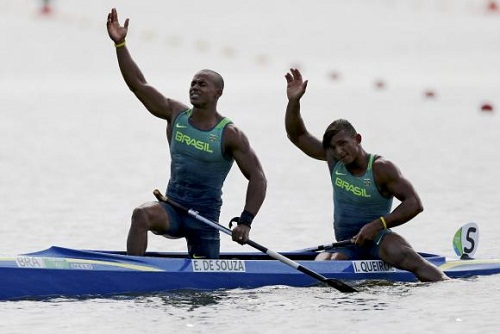 Brasil é medalha de prata na canoa dupla de 1000m com Isaquias e Erlon