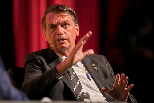Bolsonaro faz alerta contra 'invasão chinesa' no Brasil