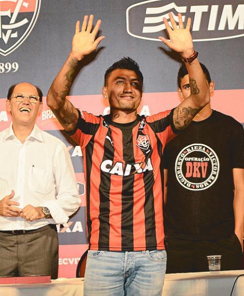 Vitória precisa do triunfo e da pontaria de Kieza contra o Flamengo de  Guanambi 376ec7069687d