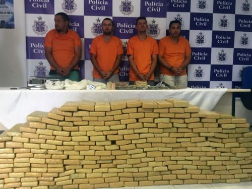 Quatro são presos com 303 kg de maconha e R$ 74 mil em espécie