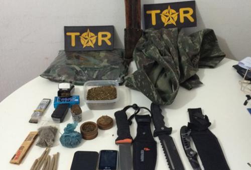 Dois homens são presos em posse de drogas e armas brancas em Caetité