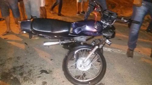 Três  pessoas ficam feridas em acidente envolvendo carro e moto em Malhada de Pedras
