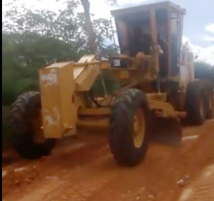 Prefeitura de Malhada de Pedras intensifica trabalho de patrolamento nas estradas da zona rural