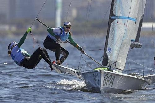 Martine Grael e Kahena Kunze vencem na vela e conquistam quarto ouro do Brasil
