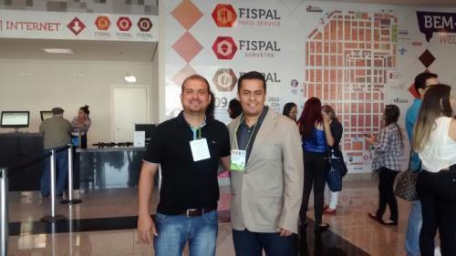 Representantes da Mega Shake + participam da FISPAL em São Paulo