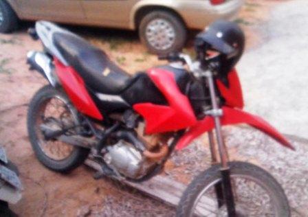 Policia apreende motocicleta roubada