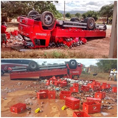 Caminhão capota na Ba - 142, trecho entre Tanhaçu e Ituaçu