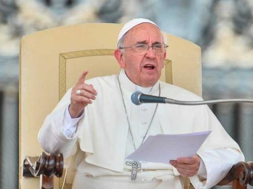 Papa lamenta morte de detentos em presídio do Brasil