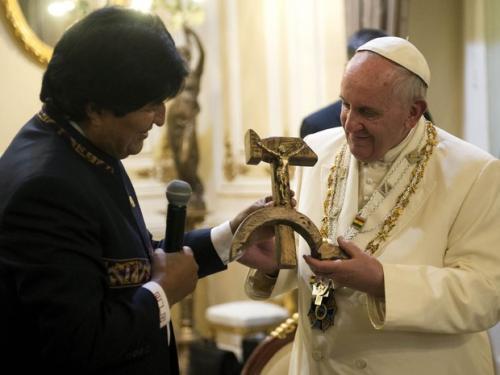 Religiosos consideram presente de Evo Morales ao Papa uma provocação