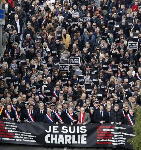 Medo e comoção em Paris: 700 mil pessoas vão às ruas para lembrar vítimas