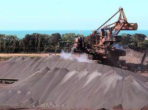 Produção da indústria tem queda de 2,4% em novembro, diz IBGE