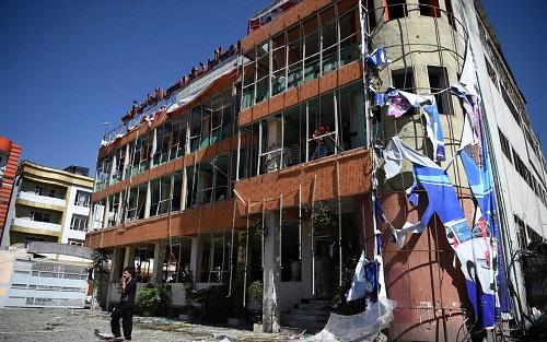 Atentado suicida mata dezenas de civis em Cabul, no Afeganistão