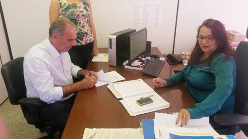 Prefeito de Aguiberto assina renovação do convênio com o TOPA