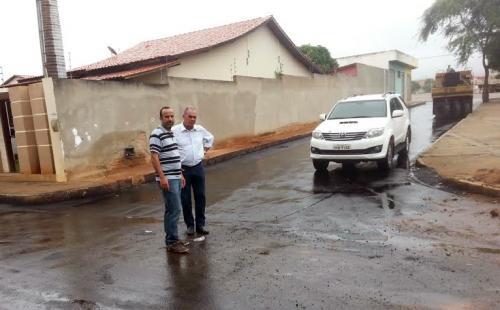 Prefeitura realiza ampla recuperação asfáltica de ruas nos bairros Santa Tereza e Olhos d'Água