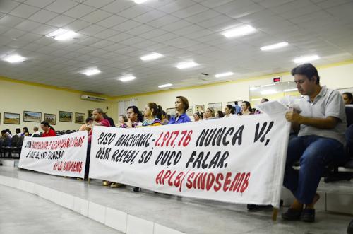 Professores e demais servidores vão à câmara por campanha salarial