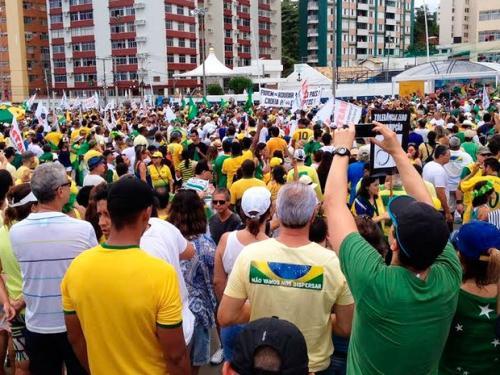 Manifestantes fazem protesto em Salvador contra governo e corrupção