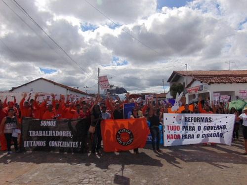 Tanhaçuenses participaram da Greve Geral na manhã desta sexta-feira