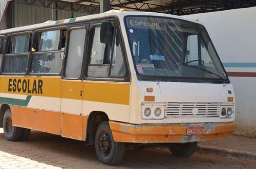 População denuncia que ônibus sucateados estão fazendo o transporte escolar em Rio do Antônio; vereador confirma