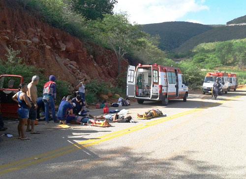 Caminhonete com doze trabalhadores rurais tomba na BA – 148, em Rio de Contas