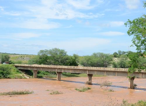 Cheia do Rio das Contas faz abastecimento de água ser reestabelecido