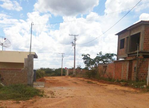 'Tem gente que paga Carro Pipa; Há mais de 10 anos sem água encanada na rua' diz morador.