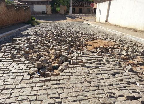 Lentidão no processo de recuperação das ruas deixam moradores indignados