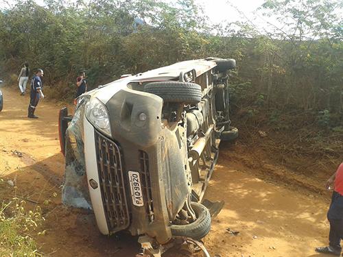 Ambulância do Samu 192 tomba em estrada vicinal  de Livramento